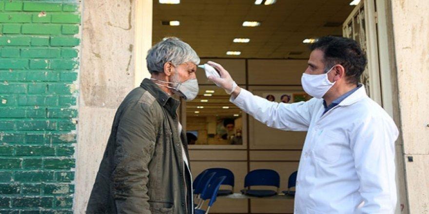 İran'da Koronavirüs'ten Ölenlerin Sayısı 853'e Yükseldi