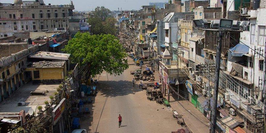 Hindistan'da Koronavirüs Salgını Nedeniyle Sokağa Çıkma Yasağı İlan Edildi