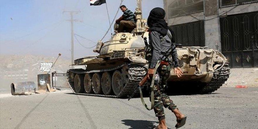 Yemen'in Aden Kentindeki Merkez Bankası Çevresinde Çatışma