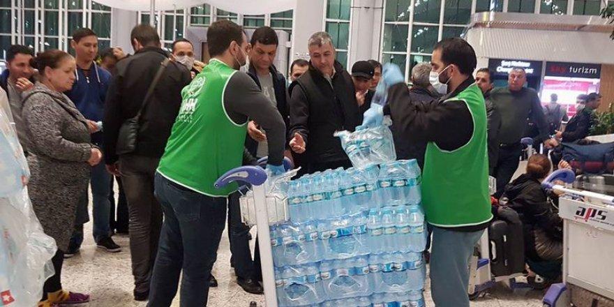 İHH'dan Havalimanında Mahsur Kalan Yabancı Yolculara İnsani Yardım