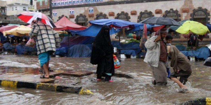 Yemen'de Sel Felaketi 4 Bin 625 Aileyi Yerinden Etti