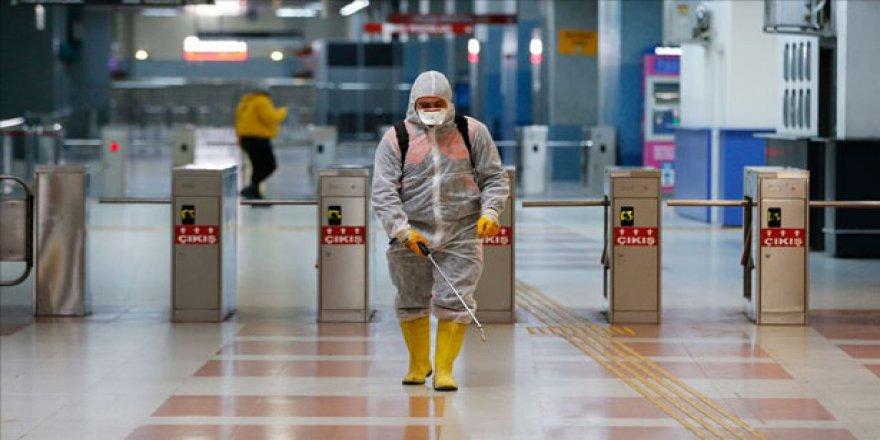 Türkiye'de Koronavirüs Vaka Sayısı 20 Bin 921'e, Can Kaybı 425'e Çıktı
