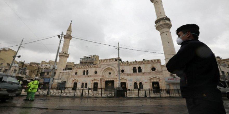 Ürdün'de Camide Cuma Namazı Kılmak İsteyenlere Gözaltı