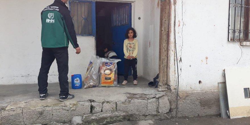 İHH, Türkiye'de 15 Bin Yetime Yardım Ediyor