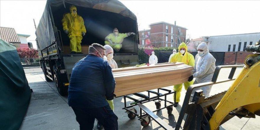 İtalya'da 24 Saatte 542 Kişi Hayatını Kaybetti