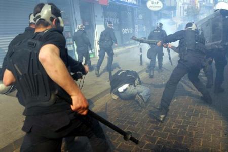 HRW: Gösteriler Terör Suçu Sayılıyor