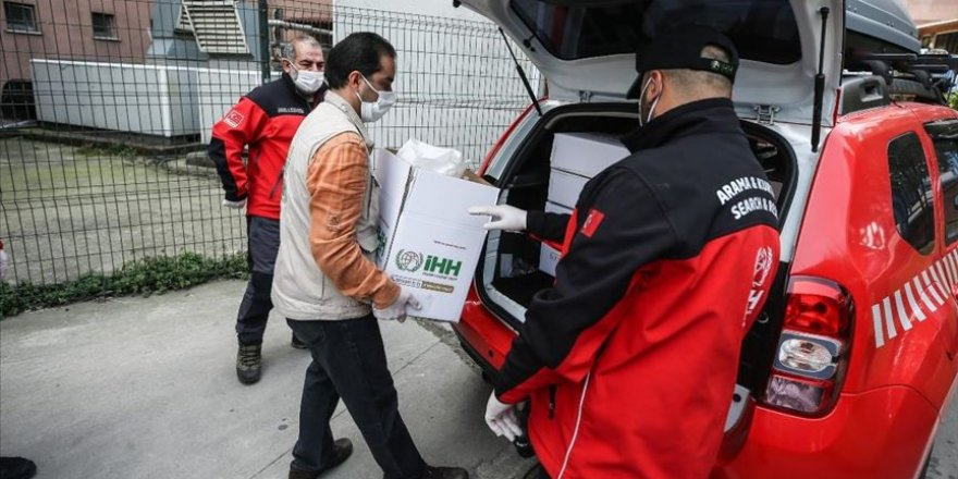 İHH'dan 20 Bin Sağlıkçıya Hediye Paketi