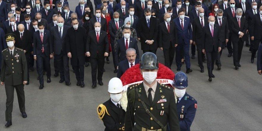 Eğitim Bir Sen Şube Başkanından Anıtkabir'e Giden Siyasiler Hakkında Suç Duyurusu