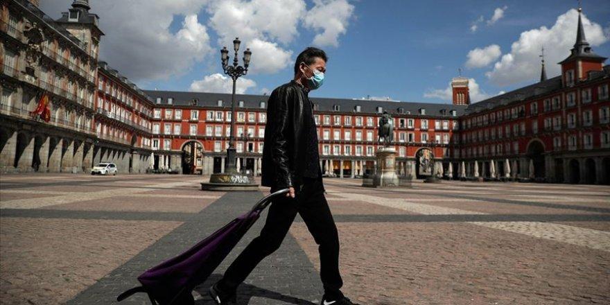 İspanya'da Kovid-19 Nedeniyle Ölenlerin Sayısı 23 Bin 521'e Çıktı