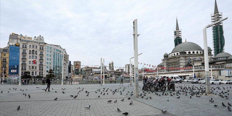 Taksim Meydanı'na Yürümek İsteyen Gruba Müdahale Edildi