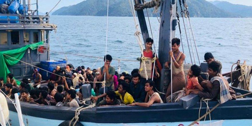 Yüzlerce Arakanlı Müslüman Aylardır Açık Denizde Mahsur Durumda