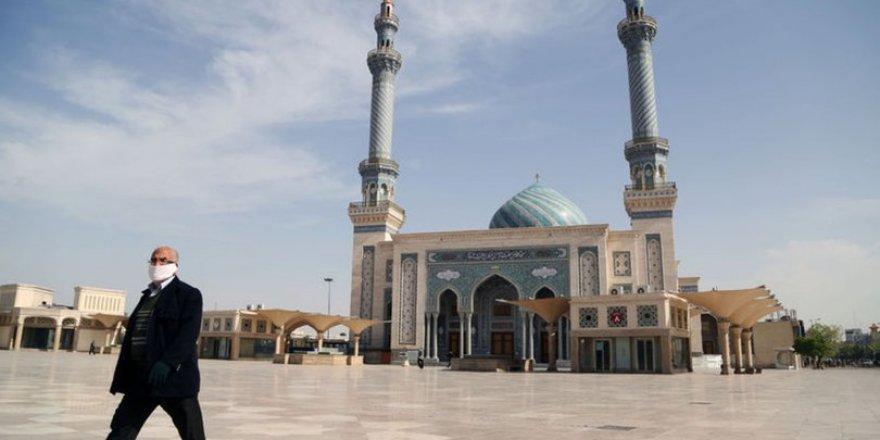 İran Bazı Bölgelerdeki Camileri İbadete Açacak