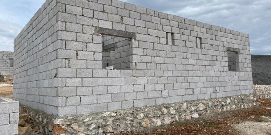 İdlib'de Briket Evlerin İnşası Devam Ediyor