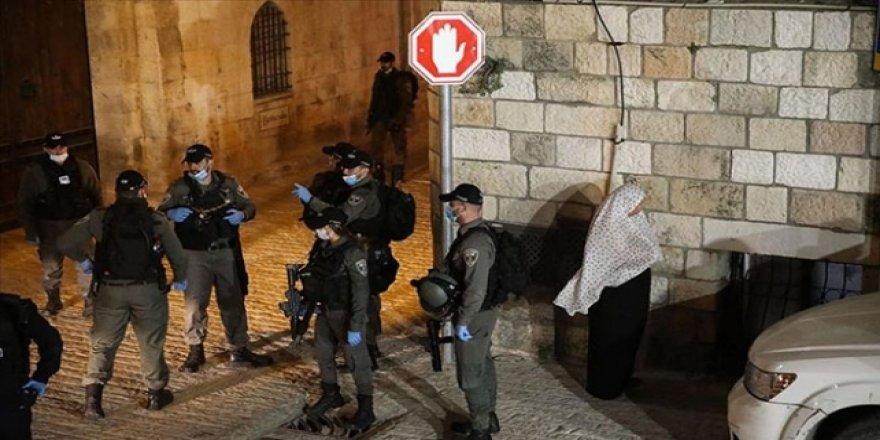 Siyonistler 12 Filistinli Genci Gözaltına Aldı