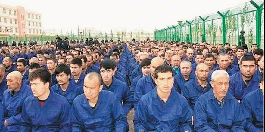 Doğu Türkistan'a Tehcir: Uygurlar Toplama Kampından Zorla Fabrikaya Gönderiliyor
