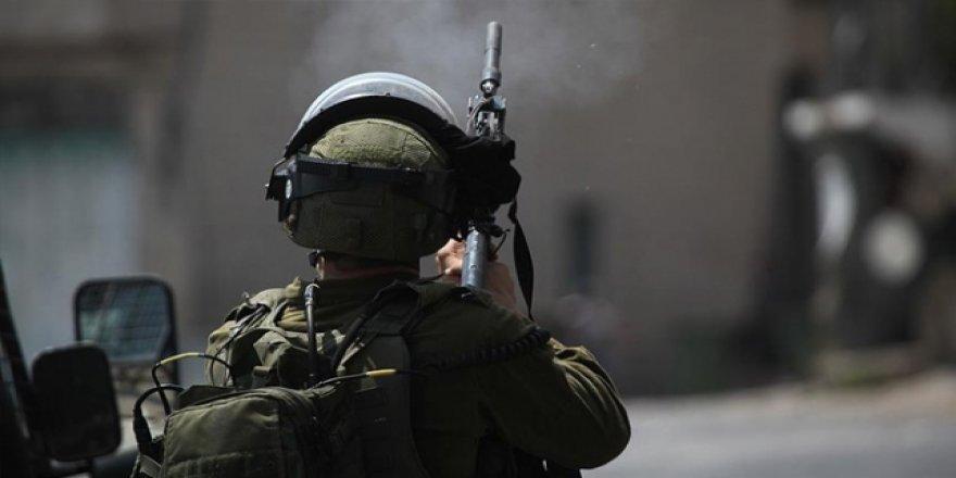 İsrail Askeri, Sahte Barikat Kurarak Filistinlilerin Aracını Çalmış