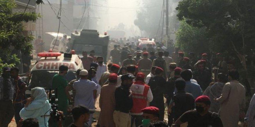 Pakistan'da Uçak Kazası