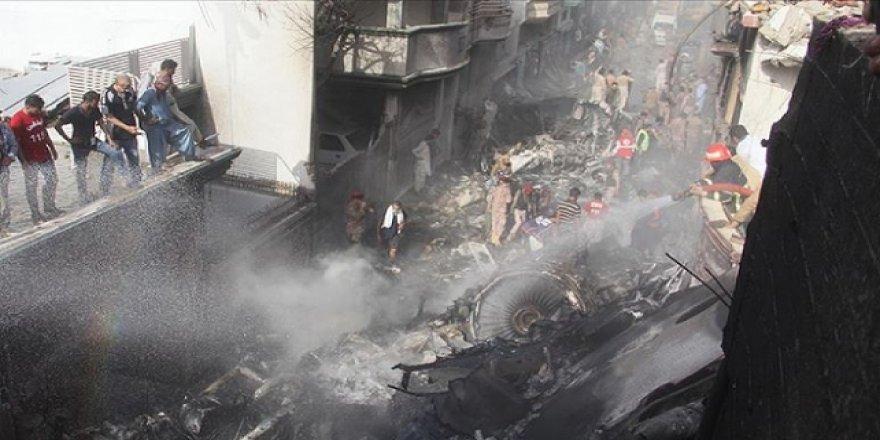 Pakistan'daki Uçak Kazasında 97 Kişi Can Verdi