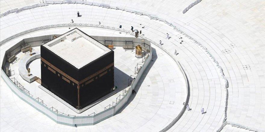 Umre ve Mescid-i Haram'a Ziyaret Yasağı Sürecek