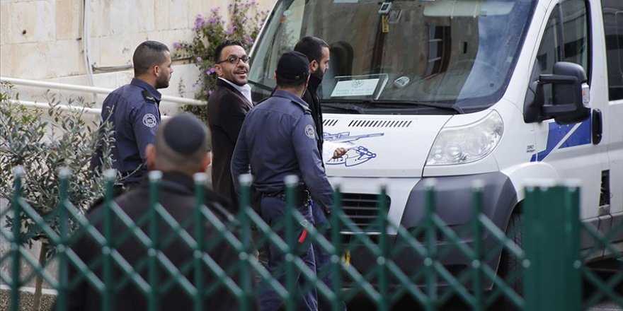 Siyonist İsrail Polisi Kudüs Valisi Gays'ı Gözaltına Aldı