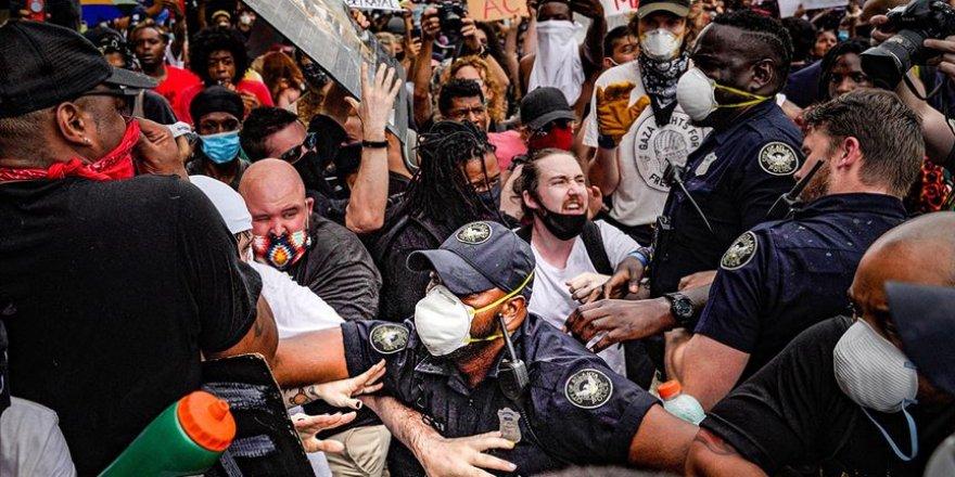 ABD'deki Protestolarda Siyahi Öğrencilere 'Aşırı Güç' Kullanan Polisler Görevden Alındı