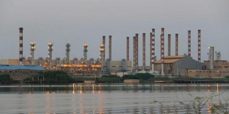İran'ın Petrol Gelirleri 9 Yılda Yüzde 92 Eridi