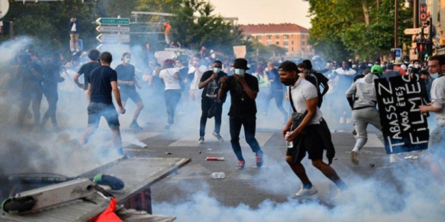 Fransa'da da Binlerce Kişi Polis Şiddetini Protesto Etti