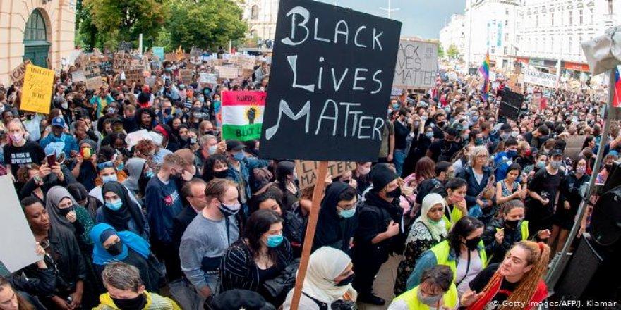 Dünya Irkçılığa Karşı Meydanlarda