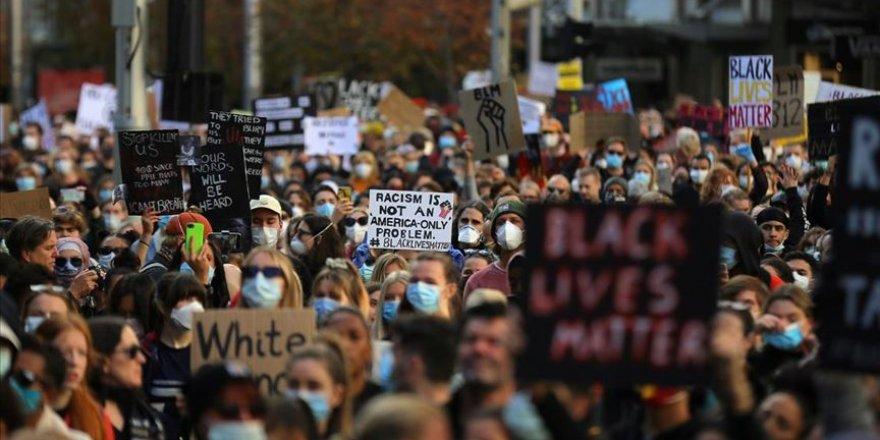 Avustralya'da Binlerce Kişi Irkçılık ve Ayırımcılığı Protesto Etti