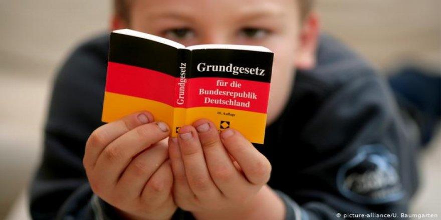 """Yeşiller: """"Irk"""" Kavramı Alman Anayasasından Çıkartılsın"""