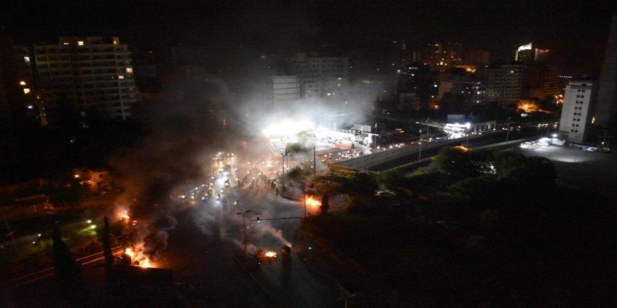 Lübnan'da Protestocular Merkez Bankası'na Girmeye Çalıştılar