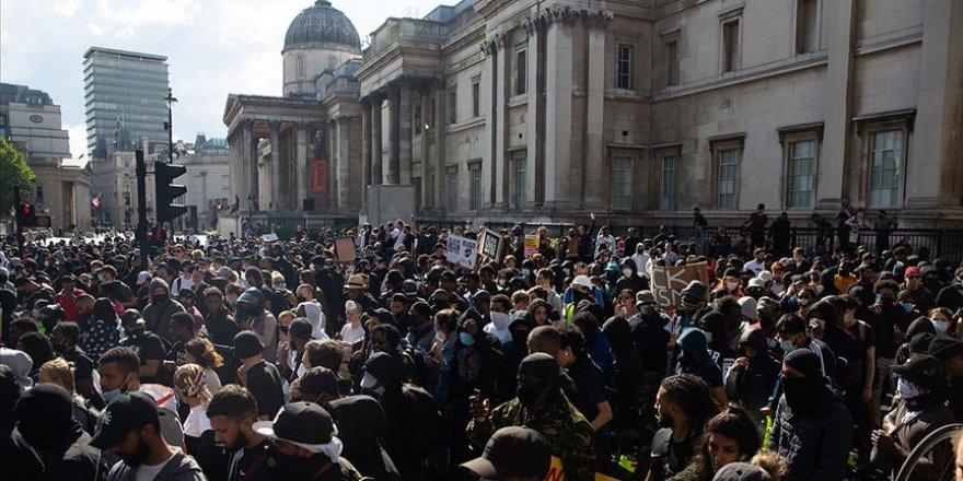Londra'da Aşırı Sağ ve Irkçılık Karşıtı Göstericiler Arasında Çatışma Çıktı