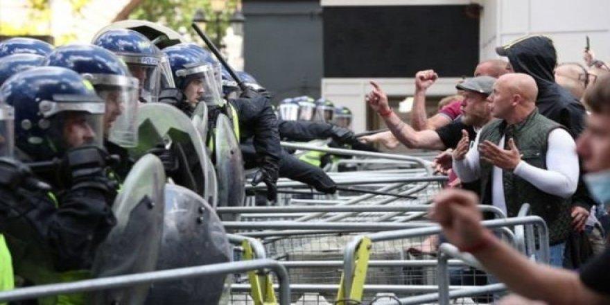 İngiltere Başbakanı Johnson: 'Irkçı Haydutluğa Sokaklarımızda Yer Yok'
