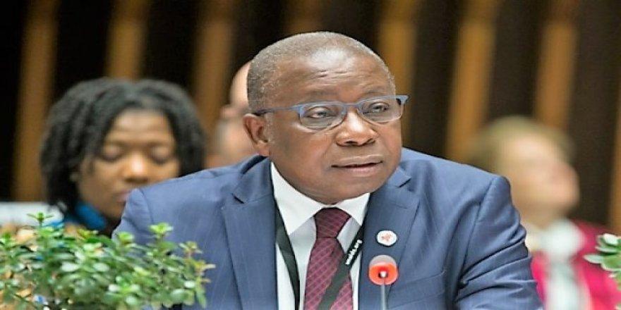 Gana'da Sağlık Bakanı Kovid-19'a Yakalandı