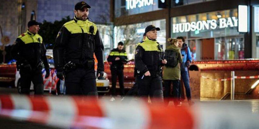 Hollanda'da Sosyal Mesafe Karşıtı Gösteri