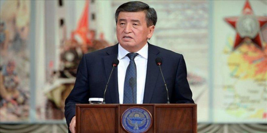 Kırgızistan'da Halk Devlet Başkanının Azli İçin İmza Topladı