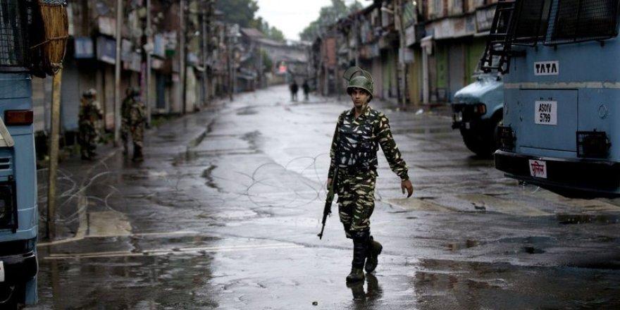 Cammu Keşmir'de sokağa çıkma yasağı ilan edildi