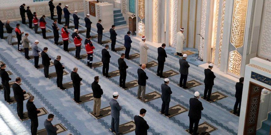 Camilerde Beş Vakit Cemaatle Namaz Kılınabilecek