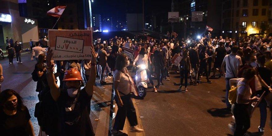 Lübnan'da Ekonomik Kriz Karşıtı Eylemler Sürüyor