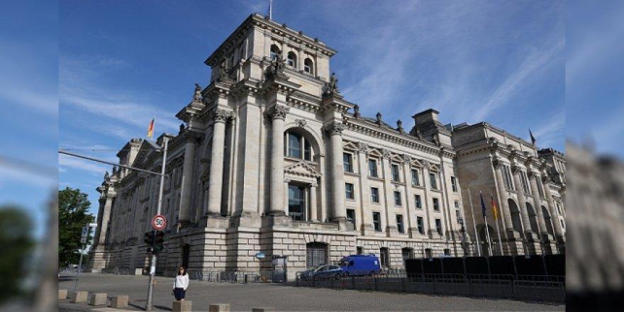 Almanya'da Federal Meclis Binasına Yönelik Kundaklama Girişimi