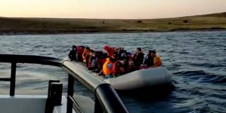 Türkiye Kara Sularına İtilen 40 Sığınmacı Kurtarıldı