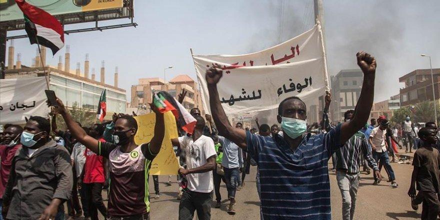 Sudan'da Binlerce Eylemci 'Devrimin Gidişatının Düzeltilmesi' Talebiyle Sokaklara İndi