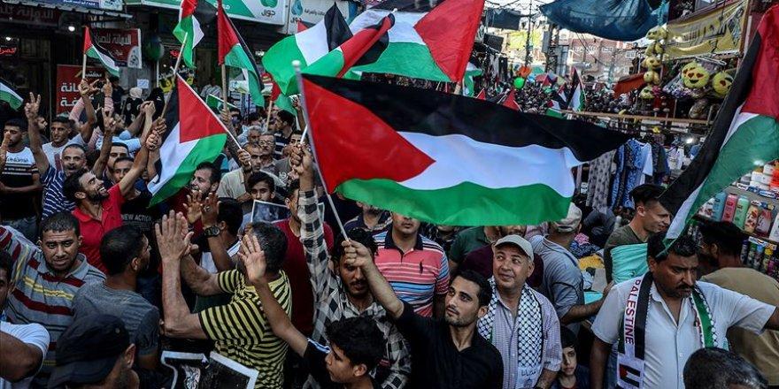 Filistinli Gruplar Gazze'de Siyonist İsrail'in 'İlhak' Planına Karşı Yürüdü