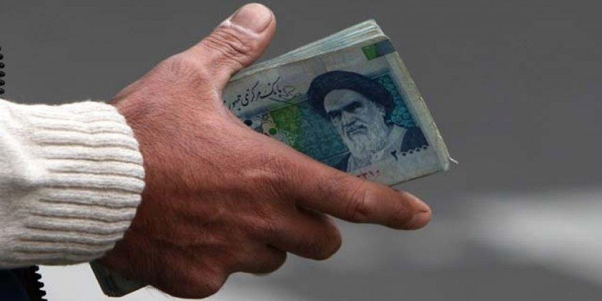 """""""İran'da Riyal'in Düşüşün Ana Sebebi Döviz Rezervinin Azalması"""""""