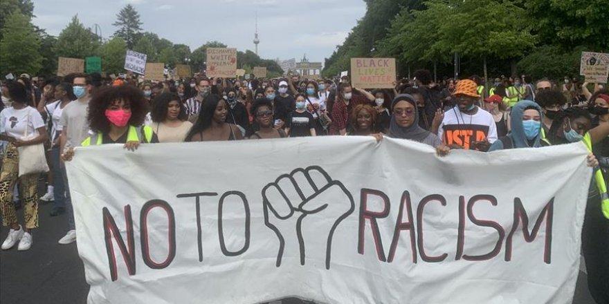 Almanya'da Yaklaşık 2 Bin Kişi Irkçılığı Protesto Etti