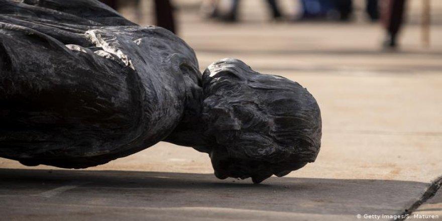ABD'de Kolomb'un Heykeli Yıkıldı