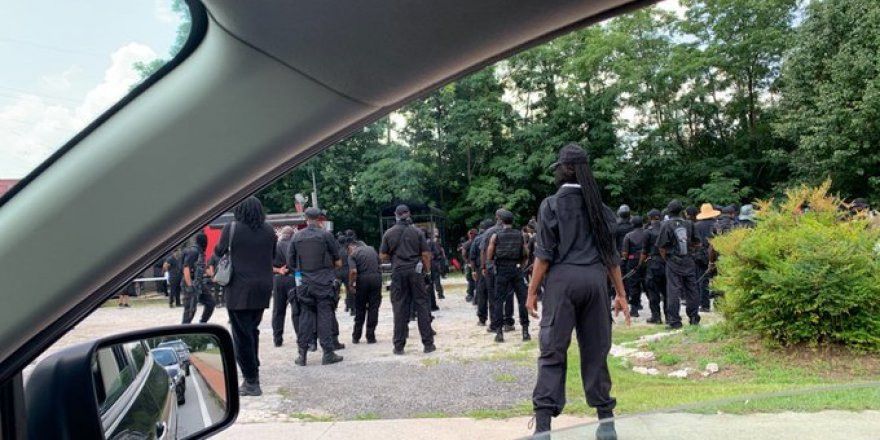 ABD'li Siyahiler Silahlarla Sokaklara Çıktı