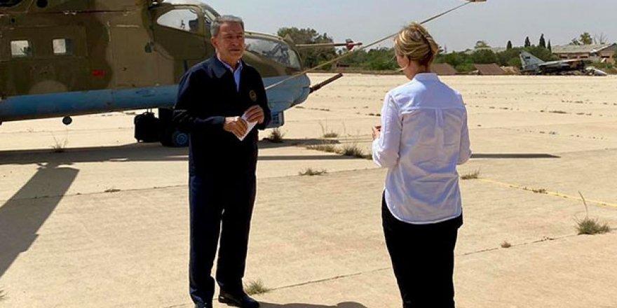 Hulusi Akar Libya'da Ele Geçirilen Rus Helikopteri Önünde Röportaj Verdi