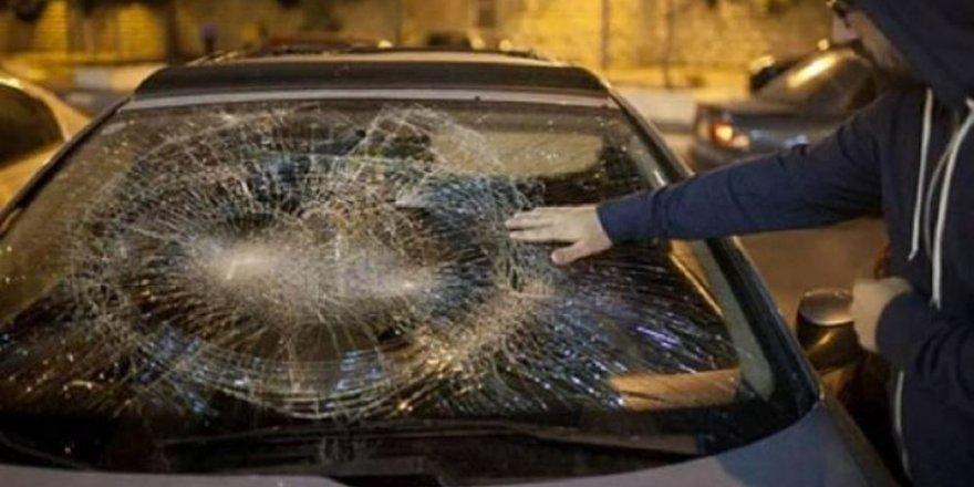 Yahudi Yerleşimciler Filistinlilere Ait Arabalara Saldırdı