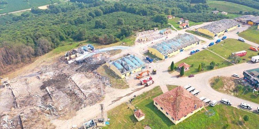 Sakarya'da Havai Fişek Fabrikasındaki Arama Tarama Çalışmalarına Ara Verildi